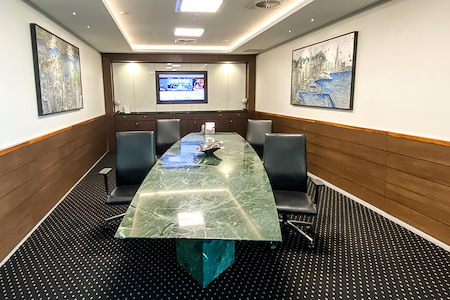 Servcorp Gateway - Premium Boardroom | 14 People