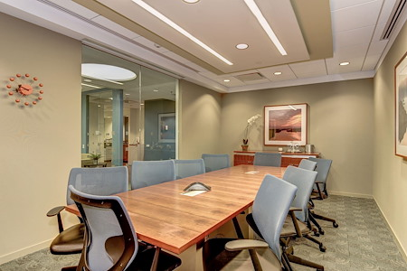 Carr Workplaces - Rosslyn - Lincoln Boardroom