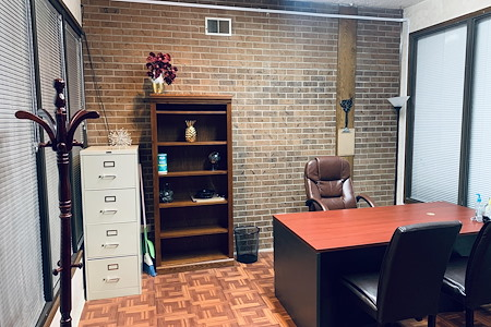 *Self-Check In* Double Office Space In Aurora, CO - 2 Office Spaces In 1 Unit