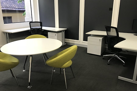 Incubate IT - Extra Large Desk (1800mm) with return