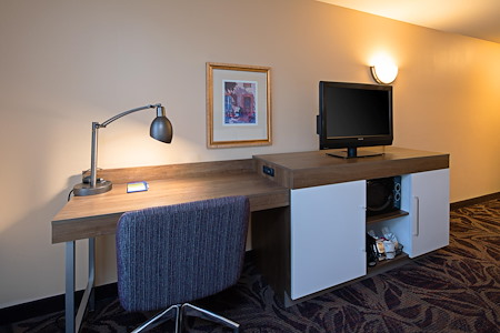 Hampton Inn & Suites Bremerton - Private Room with Workspace