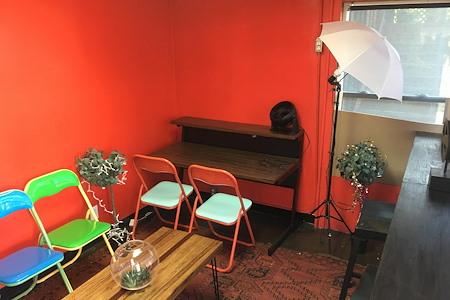 Flixmaven - Desk 1