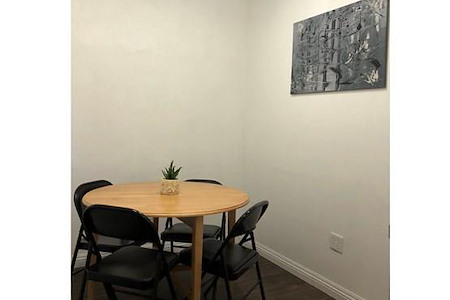 Mesh Cowork - Small Meeting Room