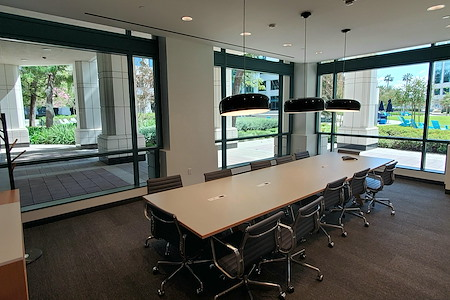 Regus | SPACES at the Water Garden - Boardroom