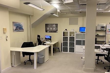 Vooru - Dedicated Desk 1