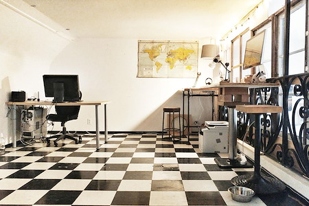tonle studio - Dedicated Desk 1