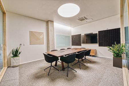 CENTRL Office - Lake Oswego - M3 - Medium Meeting Room