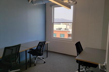 Cross Campus Pasadena - Medium Office