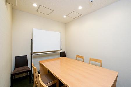 Regus | Tokyo, Shinjuku West (Open Office) - Dedicated Desk