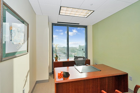 Carr Workplaces - Las Olas - Office 1406