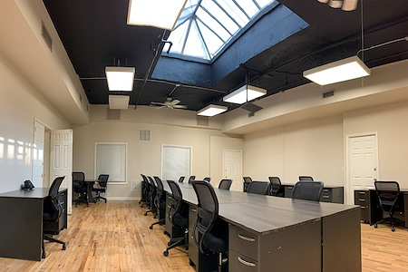 Select Office Suites - Chelsea - Skylight Team Room for 20-25