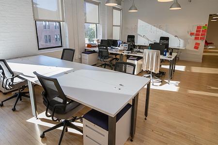 Protobrand - Dedicated Desk for 1
