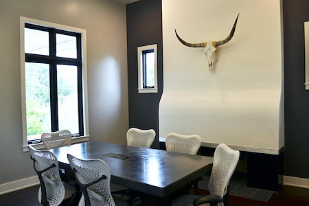 Axis Design - Longhorn Meeting Room