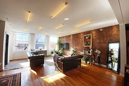 Luxury Soho Designer Co-Working Loft - Co-Working: Meeting & Work Area.
