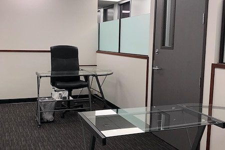 Skyline Executive Offices - suite 922