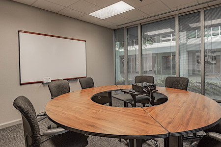 Huntsville Hub - Round Table Room (Weekend Use)