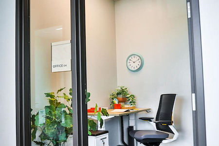 Lodgic Everyday Community - Single Person Private Office