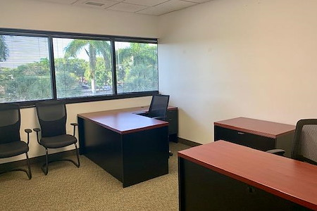 Crown Center Executive Suites (CCESuites) - 162 SF Window Office for 1-4