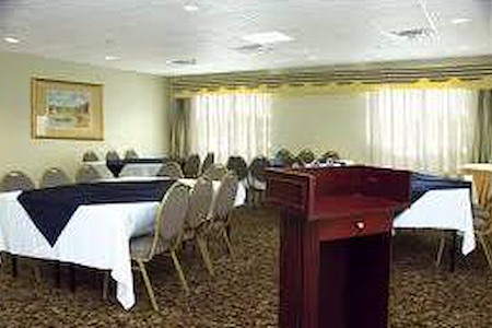 Holiday Inn Express - Magnolia room