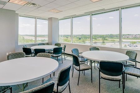 Cowork KCI - Large Window Suite
