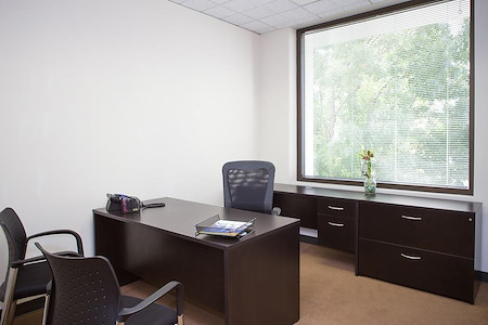 (CAM) Campus Drive - Small window office