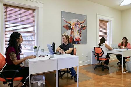 Headquarters Coworking - Dedicated Desk