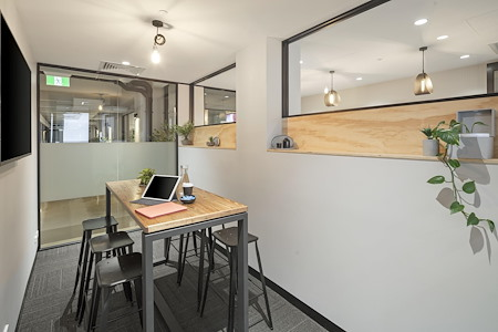 United Co. - New York Meeting Room / 6 Person