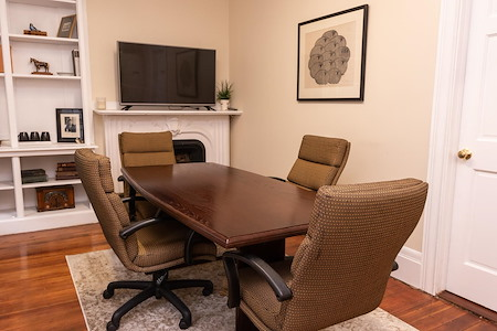 Bosworth Place - Bruins Room