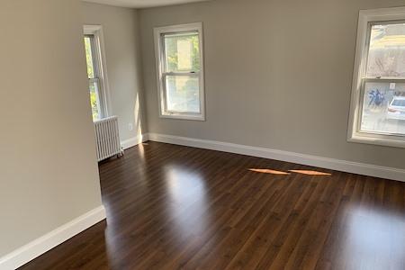 2244 S Shirlington Rd - Complete Second level Suite