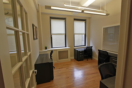 Select Office Suites - 1115 Broadway Flatiron NYC - Windowed Office for 4-5 people