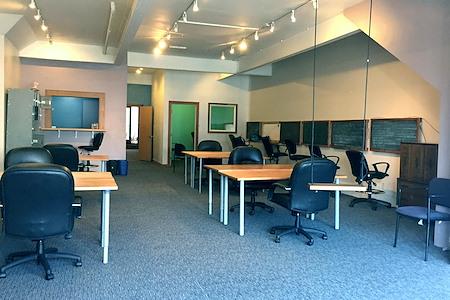 Qwasar - Dedicated Desk 1