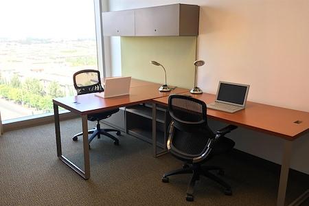 Carr Workplaces - Spectrum Center - Office 913