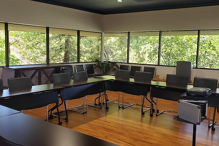 Furnished Attractive Meeting Room with Technology - Meeting Room