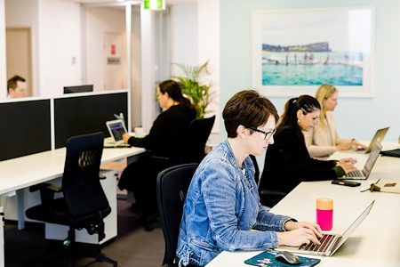 Beaches Coworking - Full time Desk