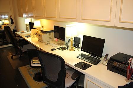Avenue - Office. $800.00 a month no deposit.