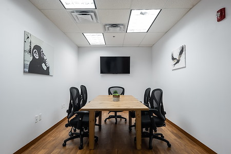 Magnolia Innovation Lab - Spacious Conference room for 8!