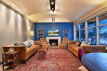 Versa Grandview - The Fireside Lounge