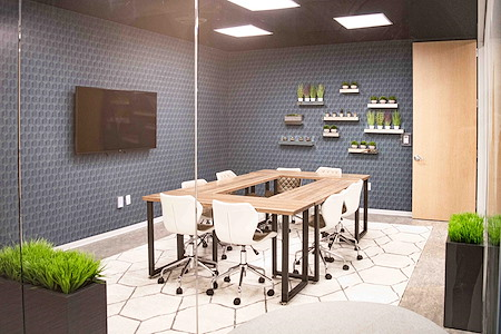 WorkSuites-Allen - Collaboration Room