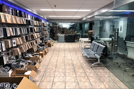 Luxendary Inc. - Newly Renovated Office 2 min to Midtown