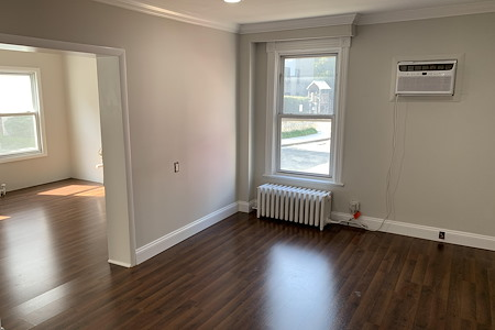 2244 S Shirlington Rd - Complete First level suite