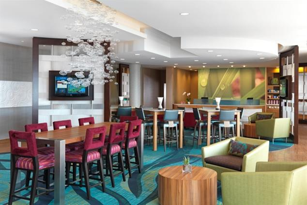SpringHill Suites Boston Peabody - Communal Table