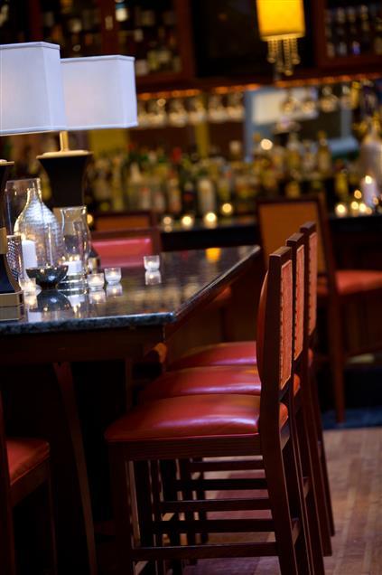 Renaissance Charlotte Suites Hotel - Lounge Communal Table