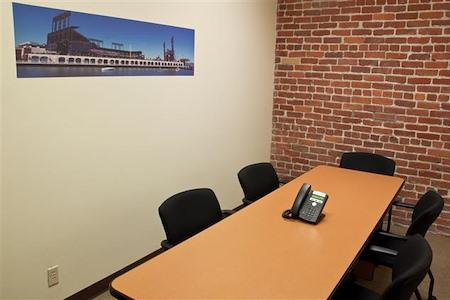 ReadiSuite - Veronica Building - Small Conference 570